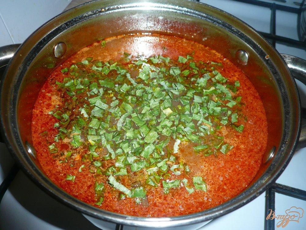 Фото приготовление рецепта: Рисовый томатный суп с фасолью шаг №8