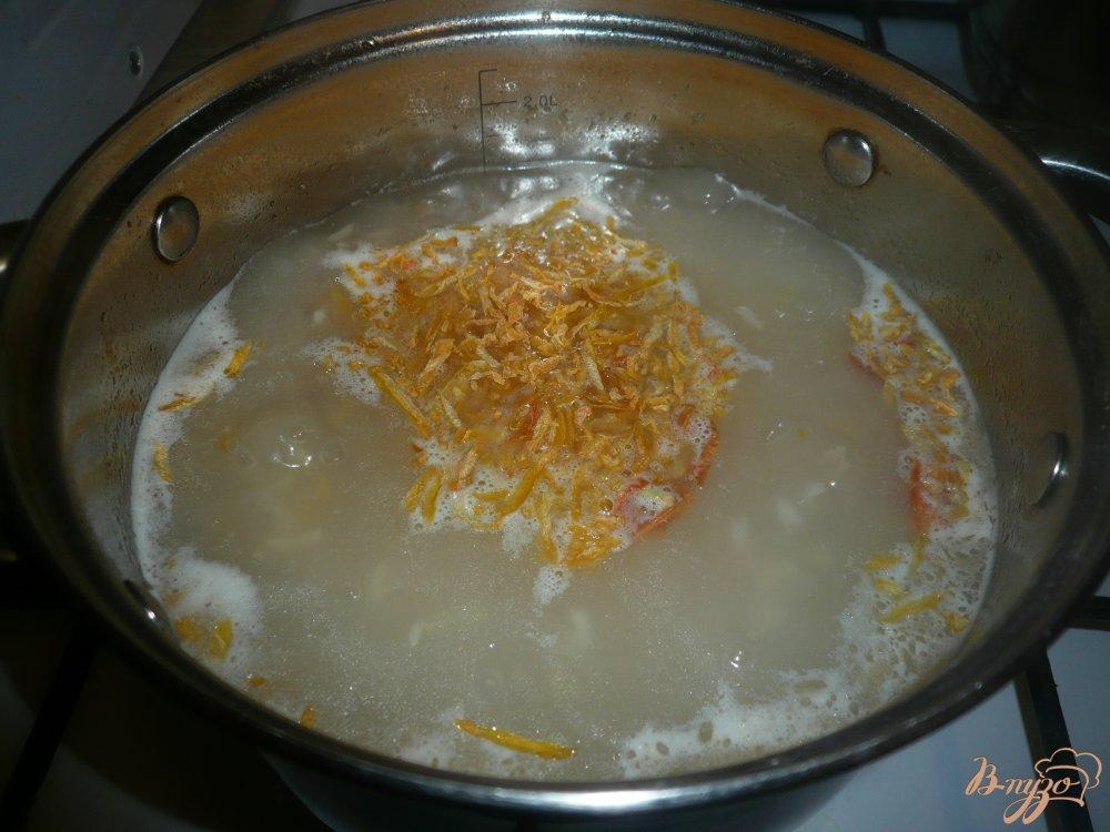 Фото приготовление рецепта: Рисовый томатный суп с фасолью шаг №6