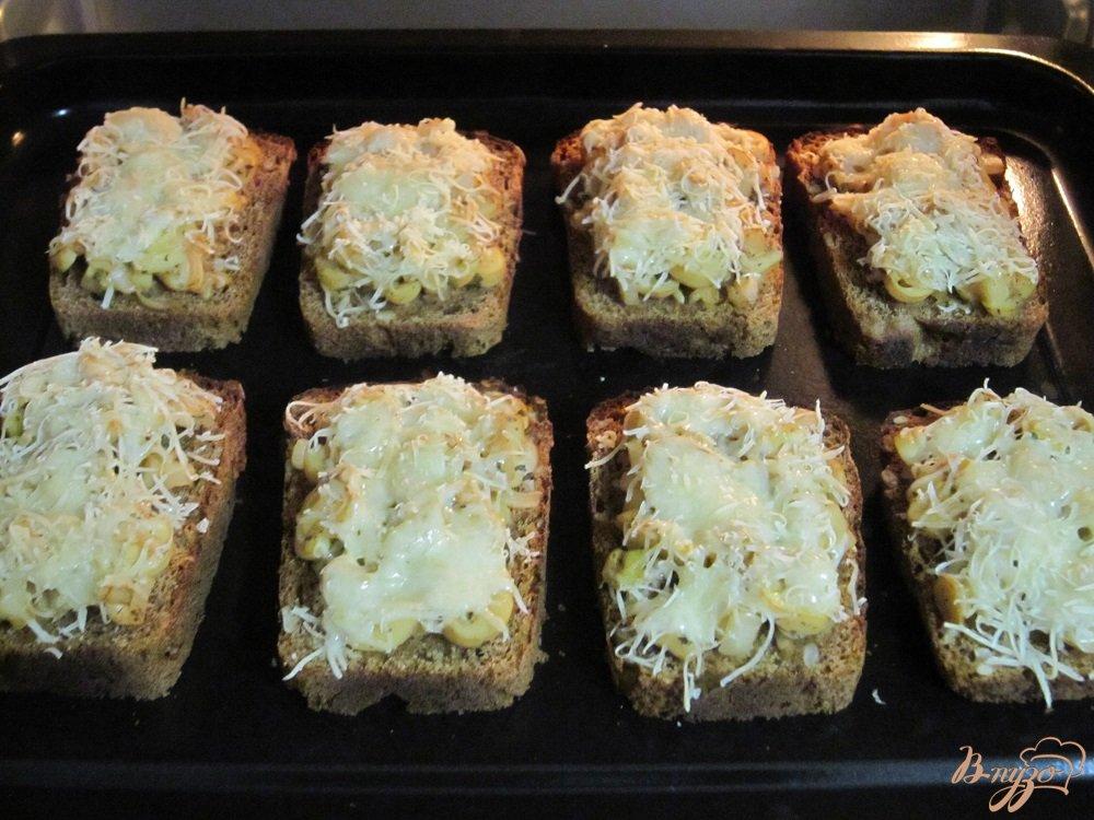 Фото приготовление рецепта: Фитнес-бутерброды с грибами в духовке шаг №8