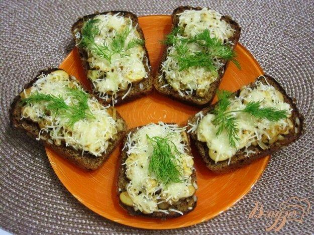 фото рецепта: Фитнес-бутерброды с грибами в духовке