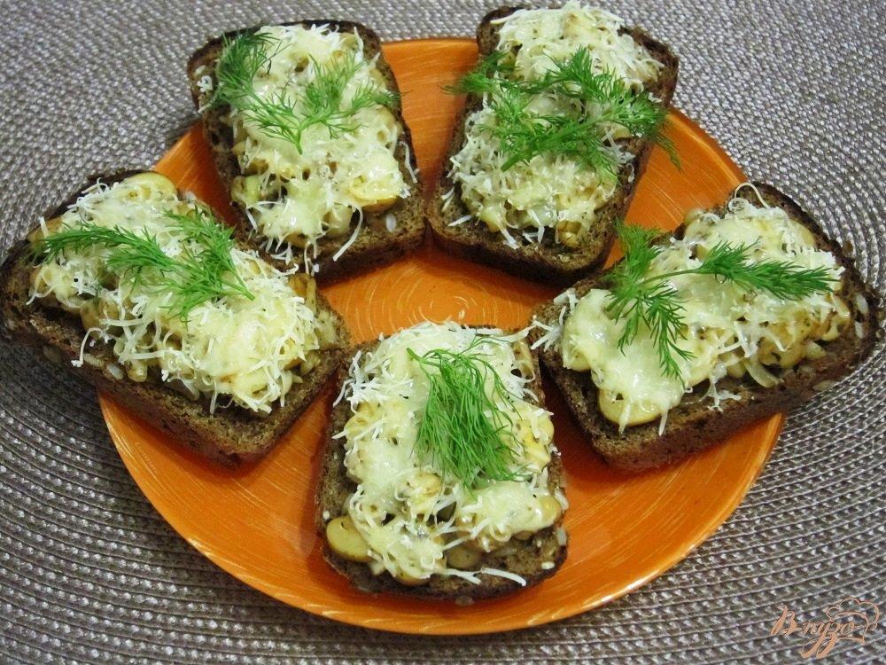 Фото приготовление рецепта: Фитнес-бутерброды с грибами в духовке шаг №9
