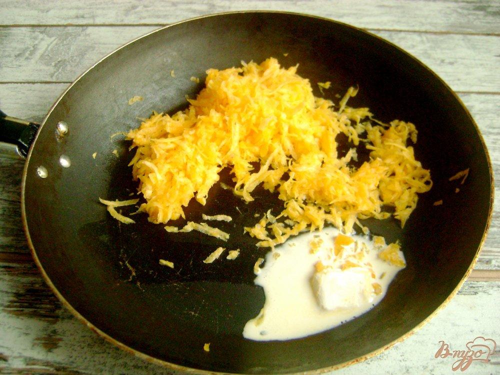 Фото приготовление рецепта: Треугольнички с тыквой и бананами шаг №6