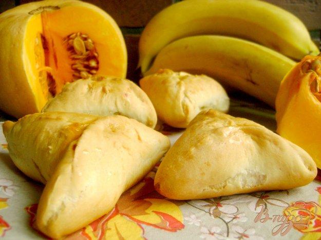 фото рецепта: Треугольнички с тыквой и бананами