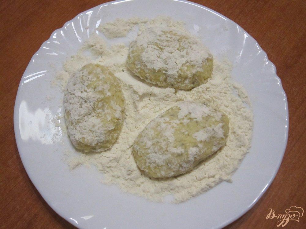 Фото приготовление рецепта: Котлетки из сыра шаг №5
