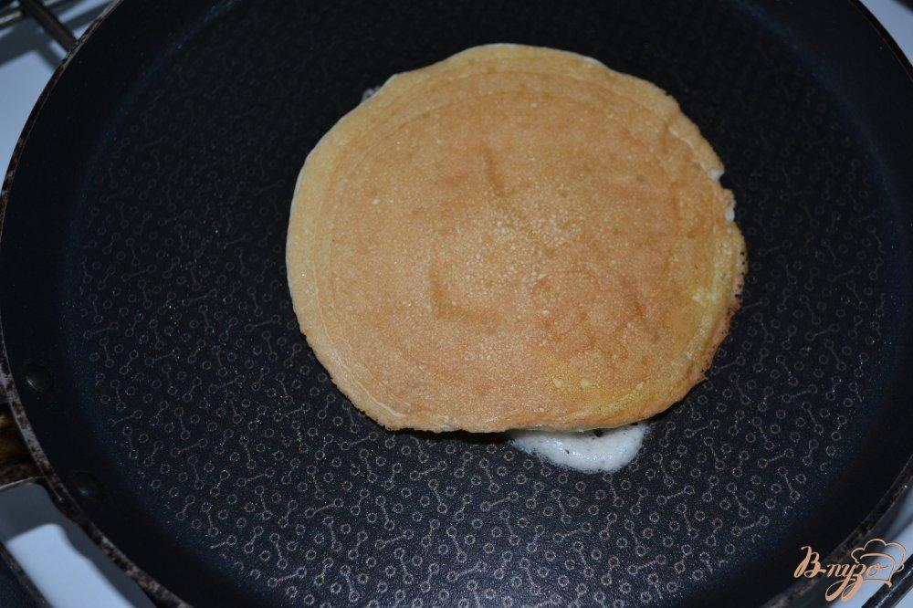 Фото приготовление рецепта: Американские панкейки без соды шаг №9