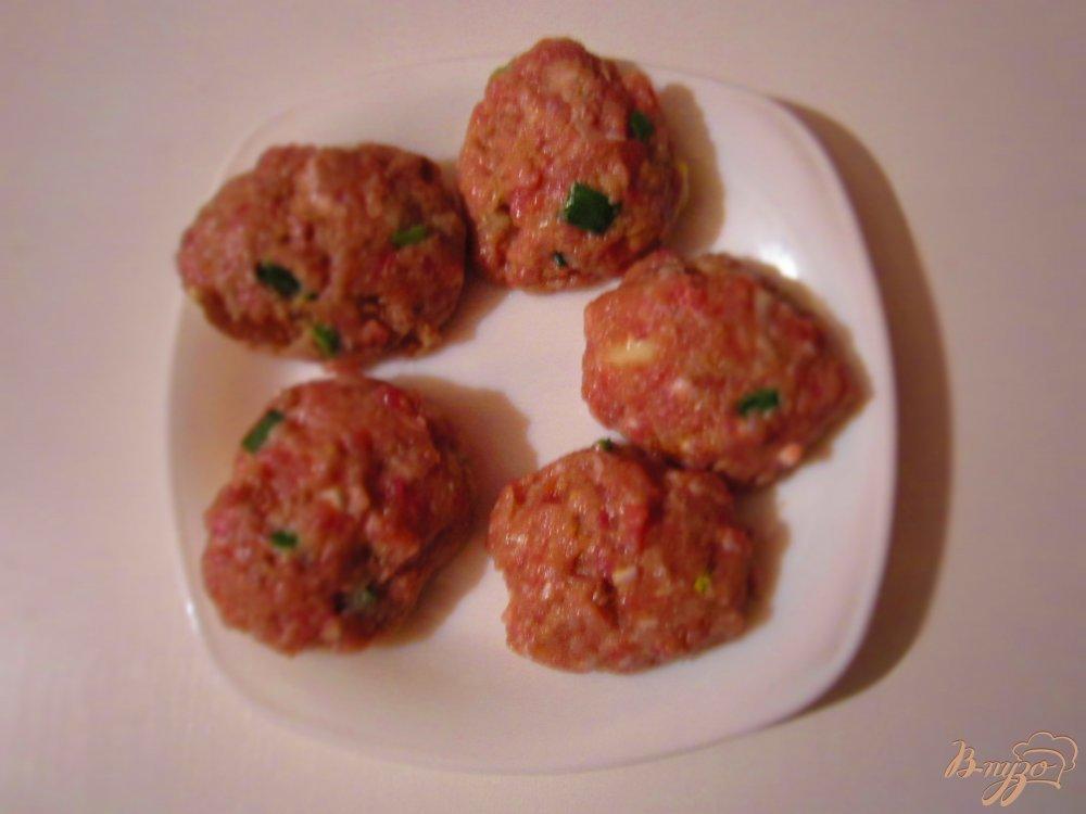 Фото приготовление рецепта: Свиные котлеты с черным хлебом и тмином шаг №5