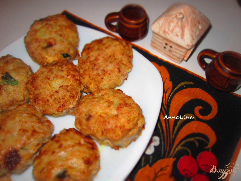 Фото приготовление рецепта: Свиные котлеты с черным хлебом и тмином шаг №7