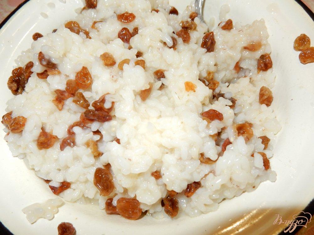 Фото приготовление рецепта: Пирожки с рисом и изюмом шаг №5