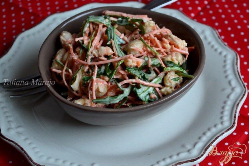 Фото приготовление рецепта: Салат из моркови, креветок и нута шаг №4