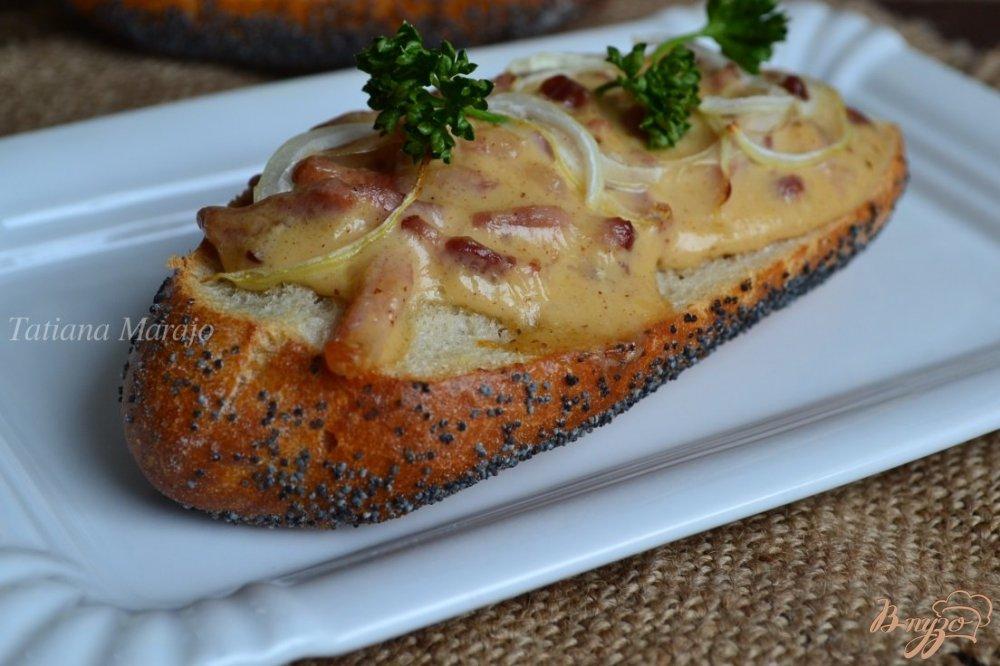 Фото приготовление рецепта: Горячие бутерброды с ветчиной шаг №7