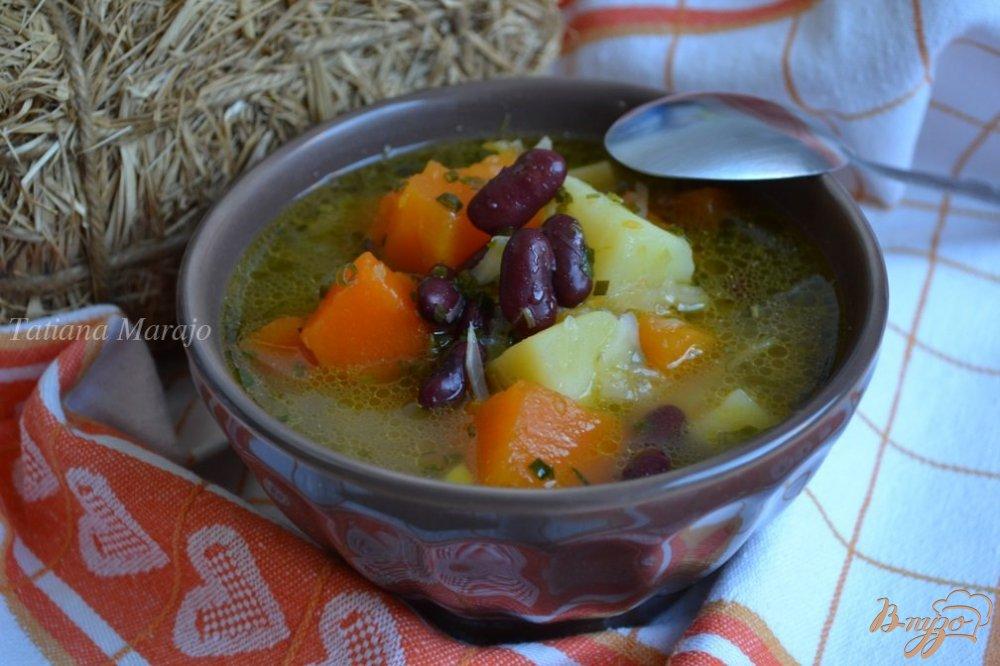 Фото приготовление рецепта: Суп из белокочанной капусты с кусочками тыквы шаг №7