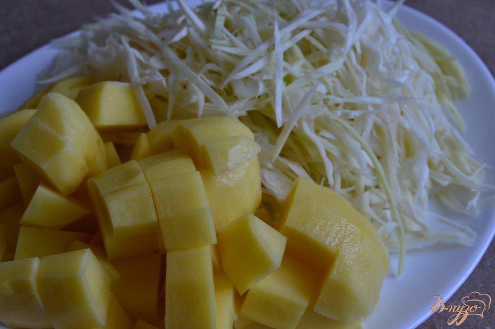 Фото приготовление рецепта: Суп из белокочанной капусты с кусочками тыквы шаг №2