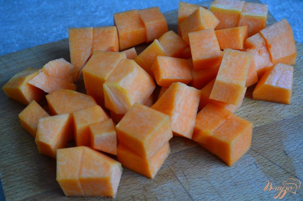 Фото приготовление рецепта: Суп из белокочанной капусты с кусочками тыквы шаг №3