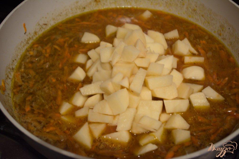 Фото приготовление рецепта: Говяжье рагу с фаршем шаг №7