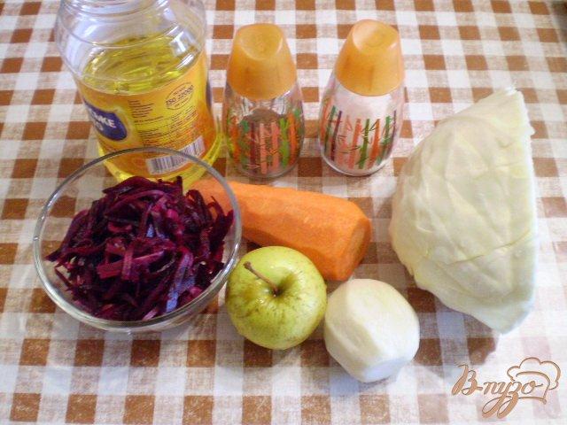 Фото приготовление рецепта: Салат овощной с редькой и яблоком шаг №1