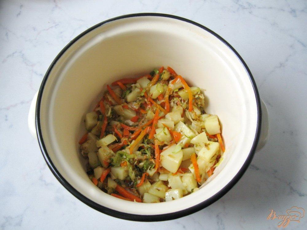 Фото приготовление рецепта: Картофельный суп с квашенной капустой шаг №8
