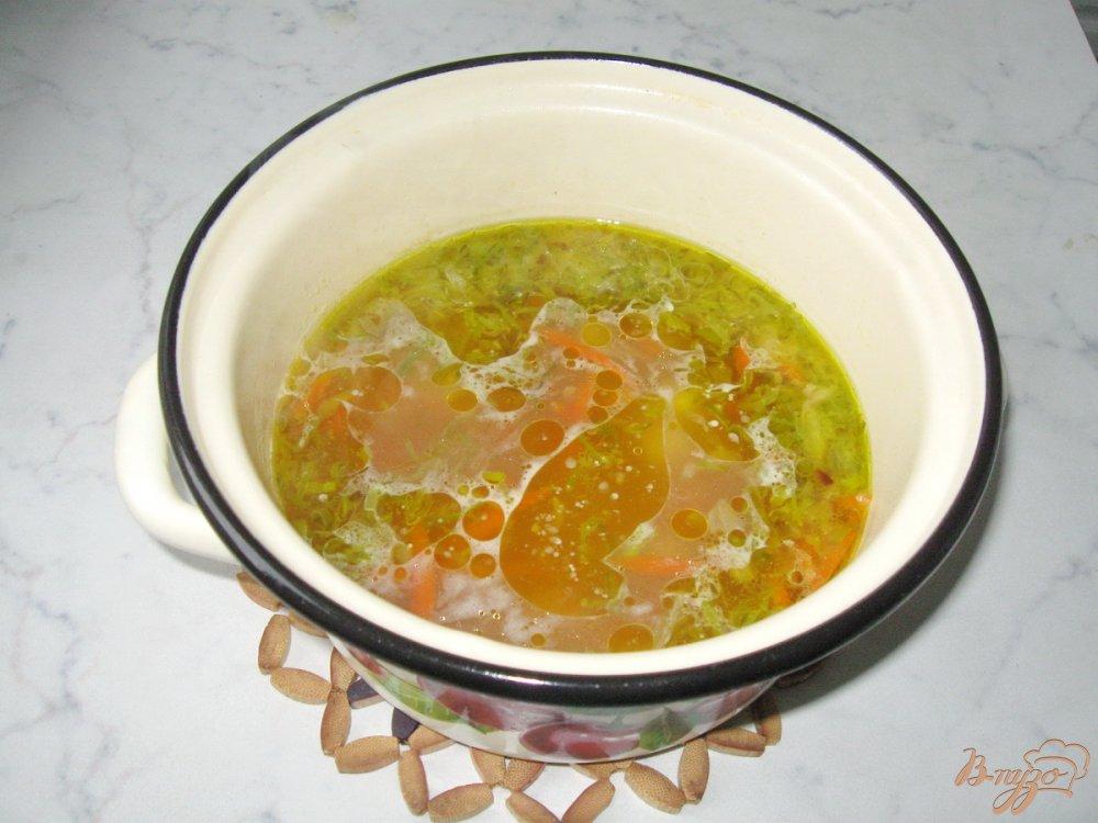 Фото приготовление рецепта: Картофельный суп с квашенной капустой шаг №9