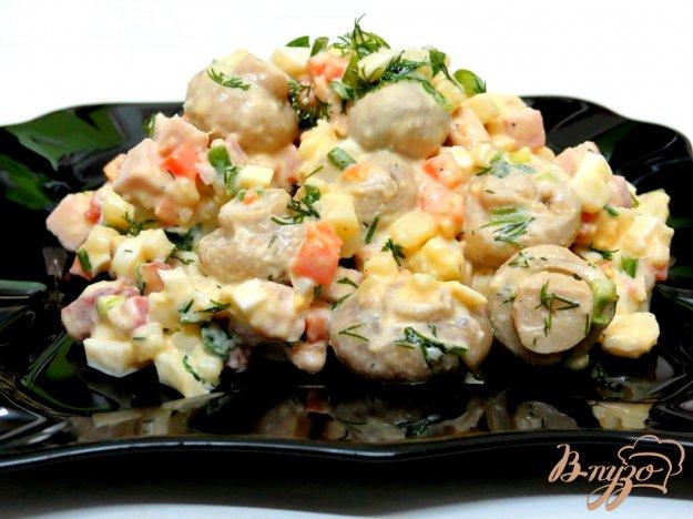 фото рецепта: Салат мясной с ветчиной и грибами