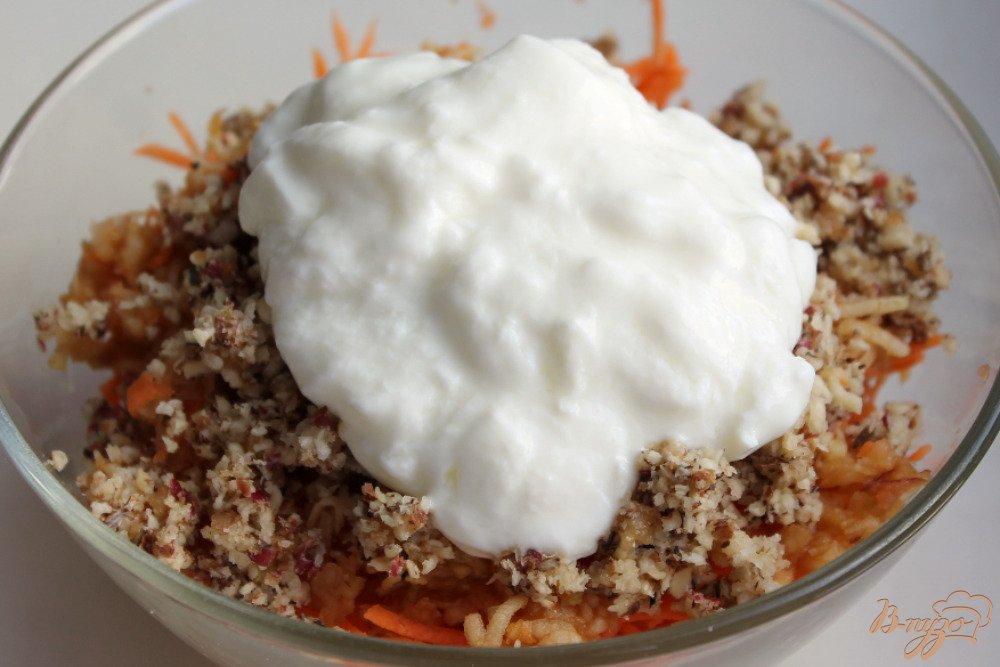 Фото приготовление рецепта: Салат с топинамбуром, сыром и морковкой шаг №6