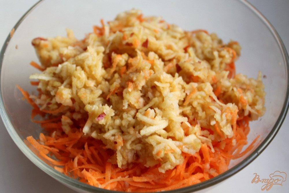Фото приготовление рецепта: Салат с топинамбуром, сыром и морковкой шаг №4