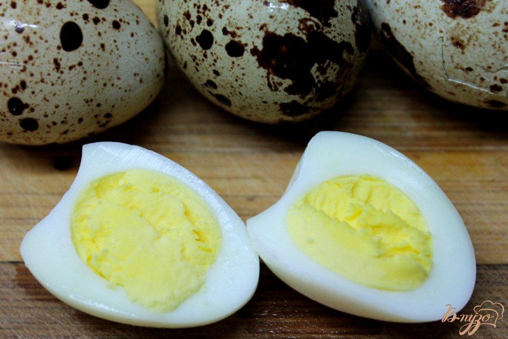 Фото приготовление рецепта: Овощной суп с перепелиными яйцами шаг №5