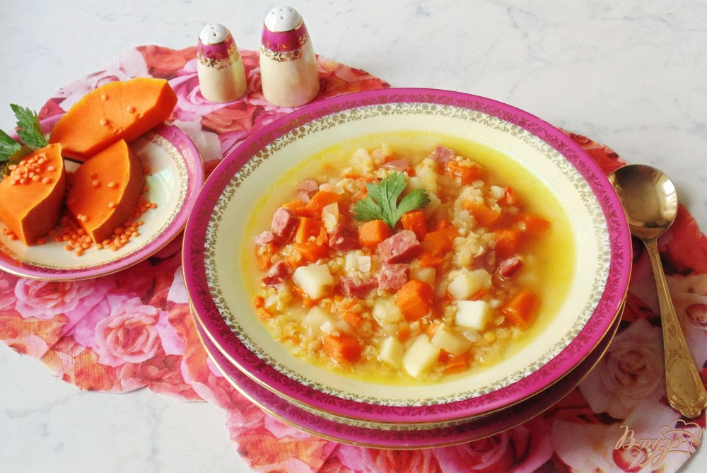 Фото приготовление рецепта: Суп с тыквой и красной чечевицей шаг №8