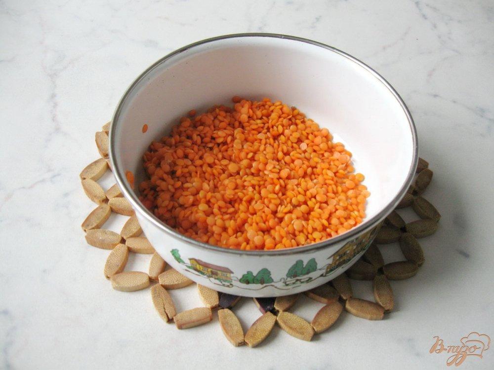 Фото приготовление рецепта: Суп с тыквой и красной чечевицей шаг №3