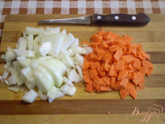 Фото приготовление рецепта: Картофель с грибами в мультиварке шаг №3