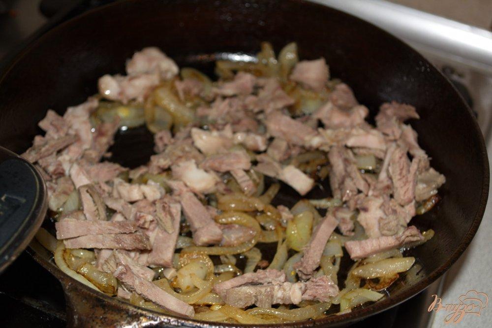 Фото приготовление рецепта: Мамалыга с языком шаг №4