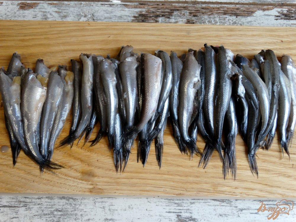 Фото приготовление рецепта: Жареная корюшка по-питерски шаг №2