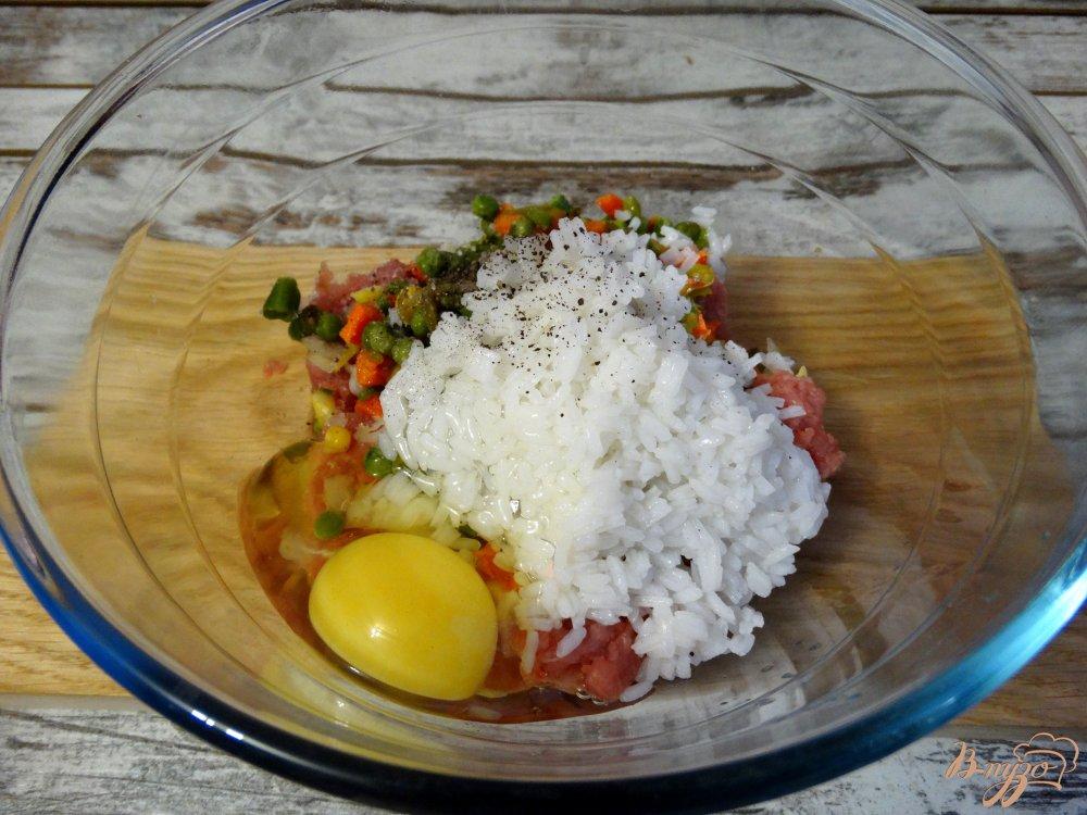 Фото приготовление рецепта: Тефтели по-мексикански в томатно-чесночном соусе шаг №7