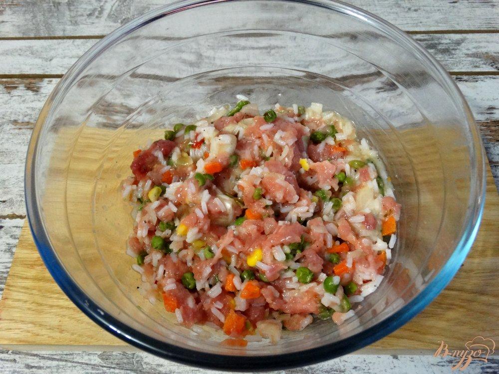 Фото приготовление рецепта: Тефтели по-мексикански в томатно-чесночном соусе шаг №8
