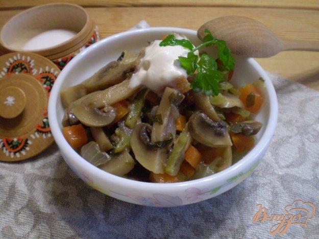 фото рецепта: Грибы с овощами в мультиварке