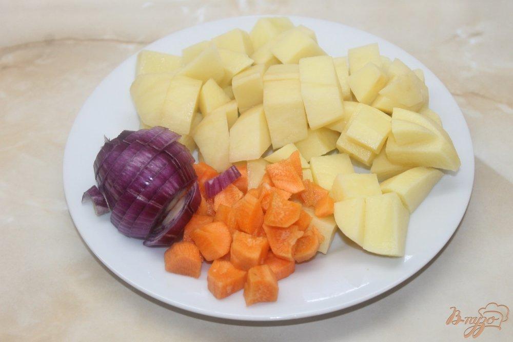 Фото приготовление рецепта: Запеченные свиные ребра с картофелью шаг №3