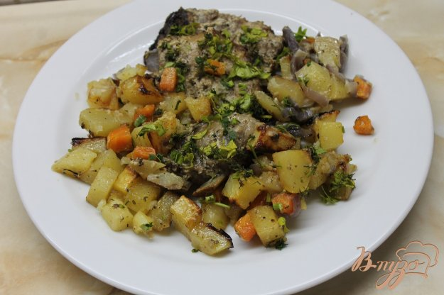 фото рецепта: Запеченные свиные ребра с картофелью