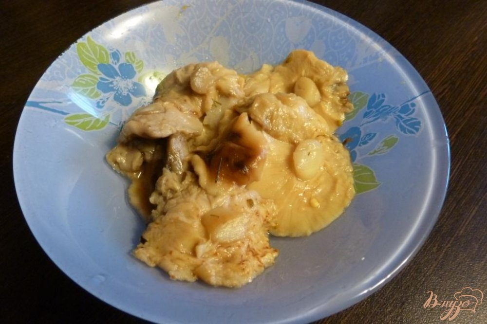 Фото приготовление рецепта: Салат из соленых огурцов и грибов шаг №2