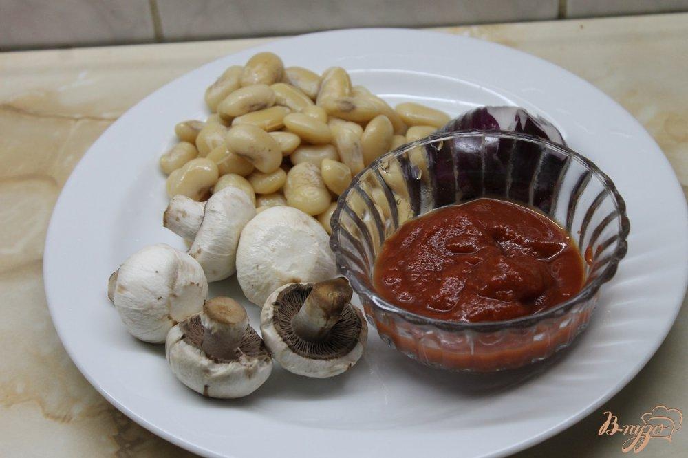 Фото приготовление рецепта: Тушенная фасоль с грибами в томатном соусе шаг №1
