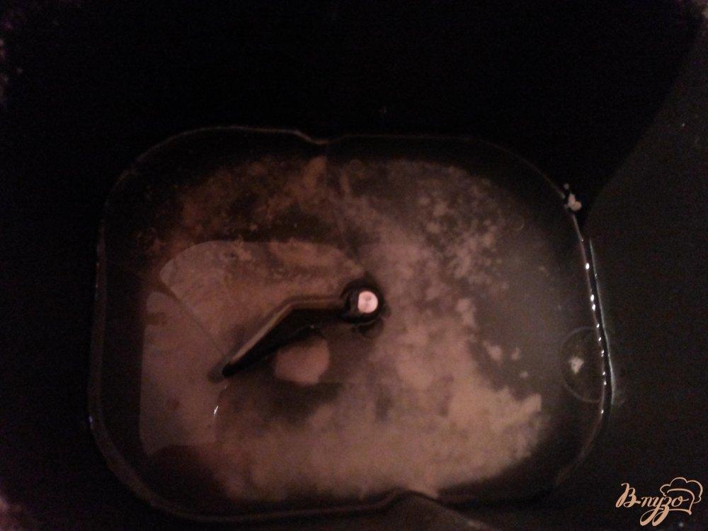 Фото приготовление рецепта: Дрожжевой хлеб с тмином в хлебопечке шаг №2