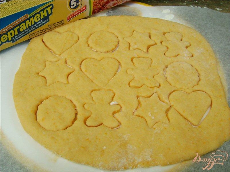 Фото приготовление рецепта: Тыквенное фигурное печенье шаг №6