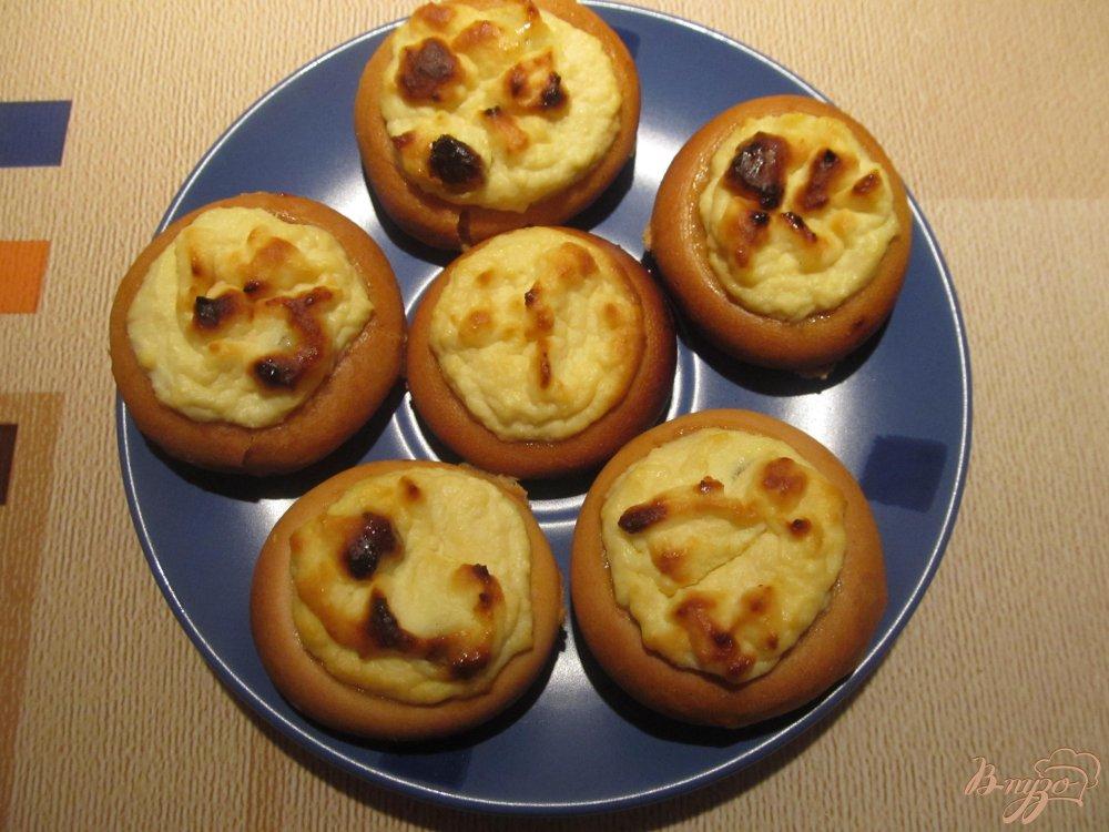 Фото приготовление рецепта: Мини-ватрушки из бубликов шаг №7