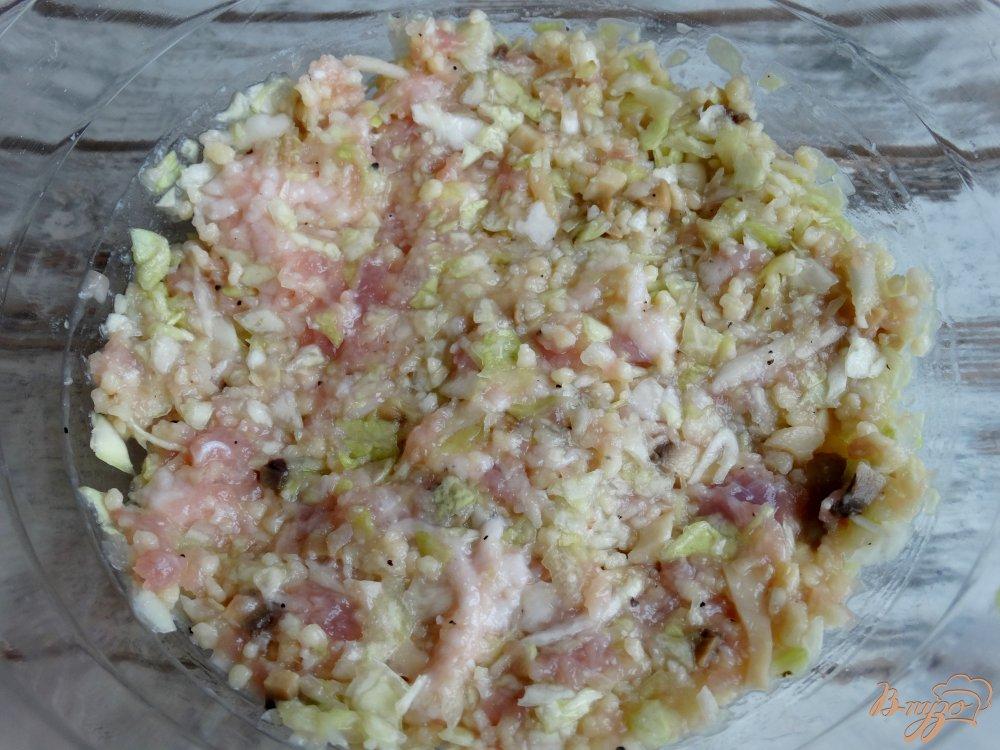 Фото приготовление рецепта: Ленивые голубцы со свининой, кускусом и грибами шаг №6