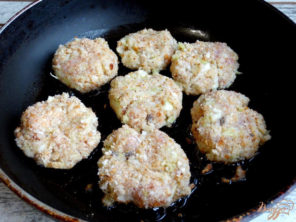 Фото приготовление рецепта: Ленивые голубцы со свининой, кускусом и грибами шаг №8