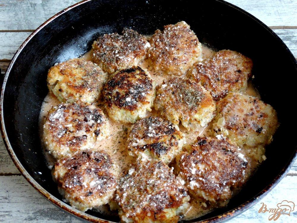 Фото приготовление рецепта: Ленивые голубцы со свининой, кускусом и грибами шаг №9
