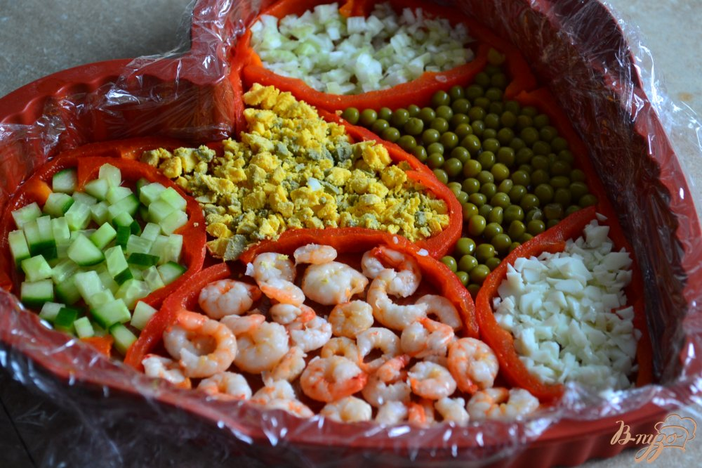 Фото приготовление рецепта: Салат с креветками