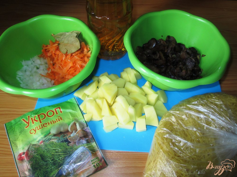 Фото приготовление рецепта: Суп из шампиньонов с лапшой шаг №1