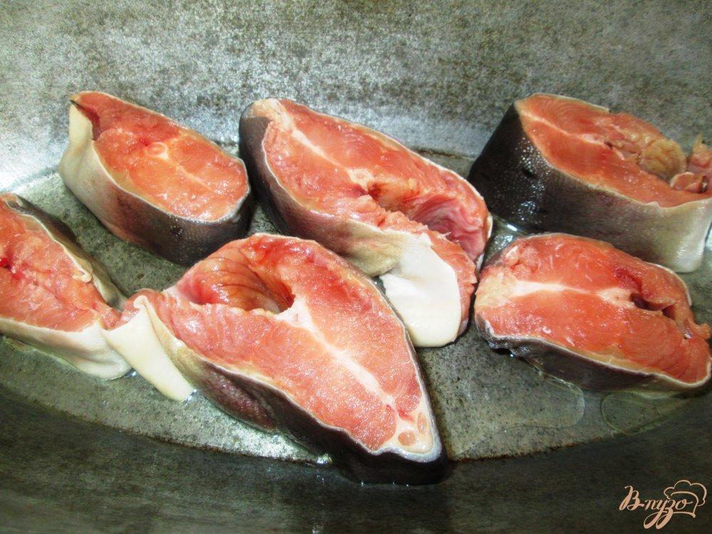 Фото приготовление рецепта: Тушеная горбуша с овощами шаг №1
