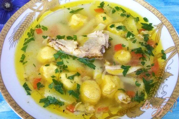 фото рецепта: Золотистый суп с кукурузными клецками