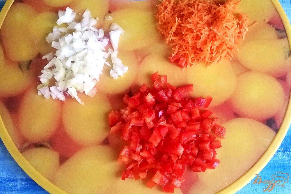 Фото приготовление рецепта: Золотистый суп с кукурузными клецками шаг №4