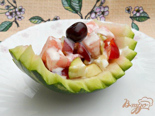 Салат из арбуза и фруктов