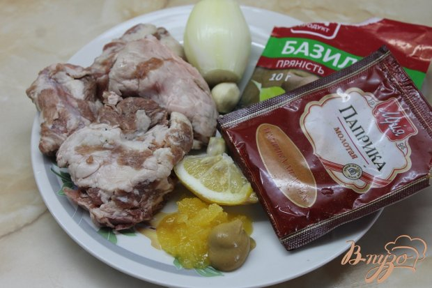 Ребра свиные с тушеной капустой и яблоками